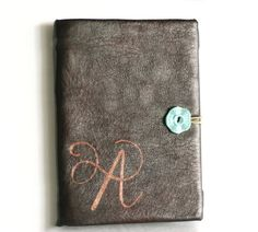 Silhouette Angelika: Monogrammed E-book Reader Cover DIY