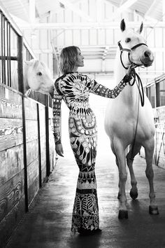 A look back at 23 of the most beautiful horse fashion editorials featured in Harpers BAZAAR over the years: Horse Fashion, Fashion Shoot, Editorial Fashion, 50 Fashion, Fashion 2018, Fashion Styles, Cow Girl, Cow Boys, Horse Girl Photography