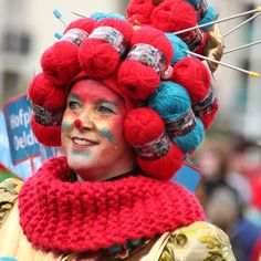 not me, but just an idea for carnaval or vasteloavendj as i like to call it Purim Costumes, Cute Costumes, Adult Costumes, Circus Costume, Costume Hats, Costume Makeup, Halloween Karneval, Halloween Kostüm, Halloween Costumes