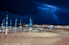 Al posto giusto al momento giusto. #Temporale in arrivo.  Spiaggia di Bellaria - Igea Marina #rivieraromagnola