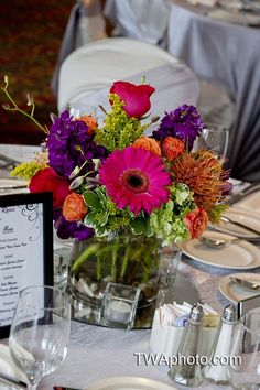 """Several choices of """"pop"""" colors in this arrangement #receptionflowers"""
