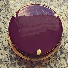 Voici la recette assez célèbre du glacage Bellouet. Utilisée dans quasi toutes les émissions de TV sur la pâtisserie c'est Audrey Gellet sur France 2 qui avait