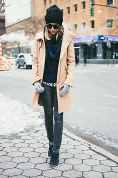 fall outfit idea - camel coat, skinny jeans + sneakers