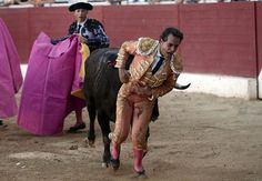 GRAPHIC CONTENT:Famous Spanish bullfighter gored to DEATH after tripping on cloak - https://buzznews.co.uk/graphic-content-famous-spanish-bullfighter-gored-to-death-after-tripping-on-cloak -