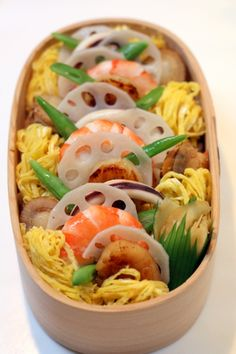 Chirasi Sushi Bento of Shredded Eggs, Prawns, French Beans, Lotus Seeds and Scallops || ちらし寿司のお弁当