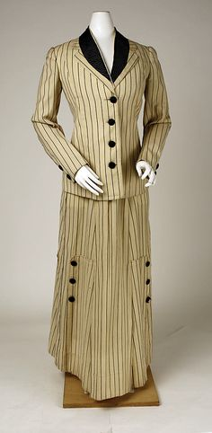 Suit  Date: ca. 1915  Very similar to Rose's traveling suit when she first boarded the Titanic.