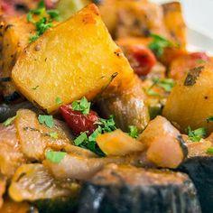A traditional dish! Greek Dinners, Briam, Mediterranean Recipes, Greek Recipes, Viera, Veggies, Dishes, Ethnic Recipes, Sweet