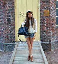 Adorable style - I need that hat. And my hair to grow.