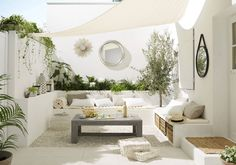 Kleiner Garten im Ibiza-Stil - melissa van der graaff - Dekoration Outdoor Living Space, Outdoor Rooms, Outdoor Decor, Outdoor Space, Outdoor Design, Home Garden Design, Outdoor Spaces, Shade Sail, Balcony Design