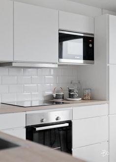 53 Top Modern Scandinavian Kitchen Design Ideas - Page 33 of 53 Best Kitchen Designs, Modern Kitchen Design, Interior Design Kitchen, American Kitchen Design, Modern Farmhouse Kitchens, Home Kitchens, Kitchen Remodel Cost, Kitchen Remodeling, Remodeling Ideas