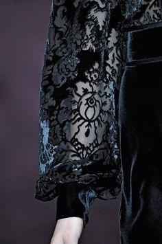 Gucci Fall 2012 Dark Fashion, High Fashion, Womens Fashion, Couture Details, Fashion Details, Textile Design, Fabric Design, Yennefer Of Vengerberg, Mode Costume