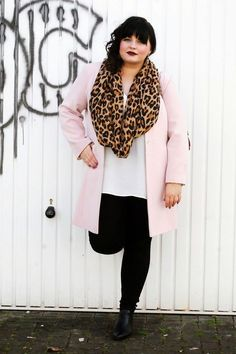 This is a beautiful plus size outfit that you can wear at Thanksgiving dinner.