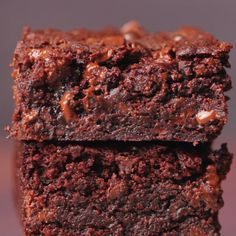Vegan chocolate brownies that are ultra moist, mega chocolatey, dense and fudgy. A chocolate lover's dream. Vegan chocolate brownies that are ultra moist, mega chocolatey, dense and fudgy. A chocolate lover's dream. Vegan Treats, Vegan Foods, Vegan Dishes, Brownie Recipe Video, Brownie Recipes, Cake Recipes, Vegan Baking Recipes, Vegan Dessert Recipes, Healthy Recipes