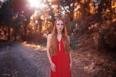 red passion - Giulia Renzi in the trees with red dress