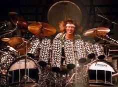 Alex Van Halen, Eddie Van Halen, 80s Music, Good Music, Famous Musicians, 80s Rock, Drum Kits, Good Smile, Music Lessons