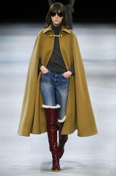 Gorgeous Outfits Ideas For Summer 2019 - Cimonds Stylish Coat, Winter Outfits Women, Fashion Updates, Fashion Over 50, Coats For Women, Fashion Brands, Ready To Wear, Womens Fashion, Fall Fashion