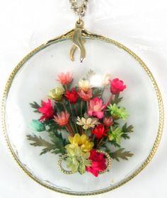 vintage dried flower pendant via Bajan Lizard