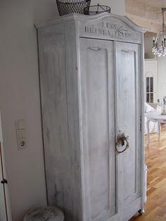 Perfect Shabby Chic Vintage Bedrooms @ iheartshabbychic.blogspot.com