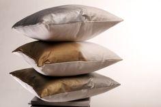 #EnterToWin interior designer Amanda Hamilton pillows & tickets to her show: http://vitamindaily.com/canada/decor/win-2-hand-painted-pillows-by-amanda-hamilton-1.2058927