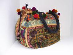 Beautifull tribal bag! Made in Chiang Mai, Thailand. I love it!