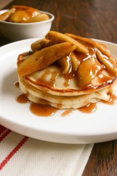 Baking Power, Fluffy Pancakes, Fluffiest Pancakes, Fresh Apples, Sliced Apples, Perfect Breakfast, Easy Meals, Easy Recipes, Apple Recipes