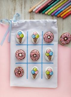 Tic-Tac-Toe rock painting DIY Tic-Tac-Toe rock painting DIY Apfelmus im Glas ^^ Malen Basteln Kreativ sein&; Tic-Tac-Toe rock painting DIY tutorial from Artistro. […] ideas for kids Rock Painting Ideas Easy, Rock Painting Designs, Painting For Kids, Diy Painting, Summer Crafts For Kids, Summer Diy, Kids Crafts, Craft Projects, Kids Diy