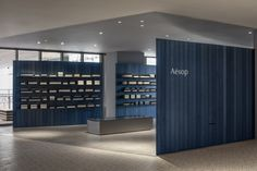 Aesop横滨NEWoMan店 / TORAFU ARCHITECTS - 谷德设计网 Aesop Store, Curved Walls, Architecture Office, Retail Space, Yokohama, Store Fronts, Wooden Walls, Mykonos, Traditional House