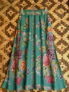 batik Indonesia Batik Fashion, Ethnic Fashion, Hijab Fashion, Fashion Dresses, Womens Fashion, Batik Dress, Silk Dress, Dress Skirt, Thai Traditional Dress