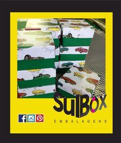 E começamos assim com cores e cores a nossa semana. Que seja especial e cheia de energia! Caixinhas coloridas para lembrancinhas de um menino querido.  Na Sul Box tem, a Sul Box faz. Sul box, pensando em você. #sulbox #caixaspersonalizadas #lembranças #caixasparaguardar #cartonaria #sulboxembalagens #decor #decoração #festa #convite