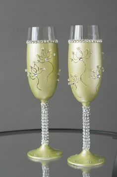 Wedding Champagne Flutes, Wedding Glasses, Champagne Glasses, Platinum Wedding, Dining Decor, Second Weddings, Acrylic Colors, Silver Beads, Bridesmaid Gifts