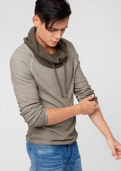 """Schlauchkragen-Pulli von s.Oliver Denim. """"Schick in Strick"""" – so könnte das Motto für diesen kuscheligen und lässigen Männer-Pulli lauten! Der zweifarbige Strick-Mix ist ein modisches Highlight für jeden Casual-Look – und der breite, angenehme Schlauchkragen macht den Pulli zu einem perfekten Winter-Begleiter."""