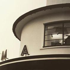 The Rio Cinema Dalston in 1997 #londoncinema #stokeyfilm #stokeylife #hackneycinema #riodalston #artdeco #architecture #eastlondon #hackneyhistoricbuilding #londondeco #streamlineddeco #cinematreasures #cinema #londonstyle #picofthenight #picoftheday