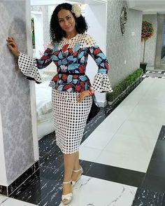 Hello,Today we bring to you 'Ankara Casual Gowns for Ladies'. These Ankara casual gowns are exquisit African Fashion Ankara, Ghanaian Fashion, African Print Fashion, Africa Fashion, African Prints, African Attire, African Wear, African Women, African Dress