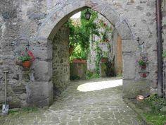 castle-courtyard.jpg 3,648×2,736 pixels