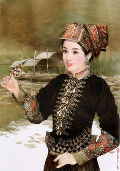 """壯族(zhuàng zú) 壯族是中國少數民族中人口最多的一個民族,是嶺南的土著民族。有""""布壯""""、""""布土""""、""""布儂""""、""""布雅依""""等20餘種自稱。新中國成立後,統稱""""僮族"""",後來改為""""壯族""""。壯錦與南京的雲錦、成都的蜀錦、蘇州的宋錦並稱""""中國四大名錦""""。壯族信仰原始宗教,祭祀祖先,部分人信仰天主教和基督教。著名節日有一年一度的""""三月三""""歌節等,最隆重的節日莫過於春節,其次是七月十五中元鬼節、清明上墳、八月十五中秋,還有端午、重陽、嚐新、冬至、牛魂、送灶等等。"""