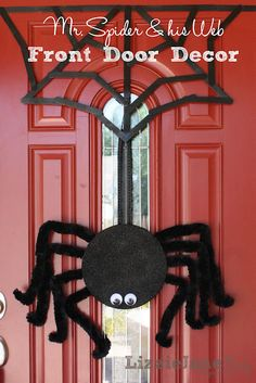 DIY Spider & Web (and 20 other halloween crafts)....I read the instructions...I could do this..... Halloween Fun, Diy Halloween Spider, Halloween Spider Decorations, Spider Crafts, Spirit Halloween, Halloween Projects, Holidays Halloween, Spooky Decor, Halloween Patterns