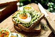 Weight loss after 60? The intermittent fasting app that will change your life Swedish Diet, Low Calorie Breakfast, Protein Breakfast, Breakfast Recipes, Diet Apps, Sugar Detox, Muesli, Low Carb Diet, Avocado Toast