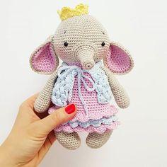 Euer Feedback überwältigt mich! Ava in deutscher Version ist jetzt im etsy Shop erhältlich!  German pattern now available!  #amaloudesigns #pattern #anleitung #littleava #elephant #elefant #babygift #handmade #amigurumi #amigurumidoll #crochetanimal #crochetart