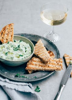 Appetizer Dips, Appetizer Recipes, I Love Food, A Food, Lunch Restaurants, Tzatziki, Mediterranean Recipes, Soup And Salad, Avocado