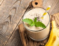 My favorite healthy coffee recipe: coffee chia banana smoothie Coffee Banana Smoothie, Banana Coffee, Oat Smoothie, Healthy Smoothies, Smoothie Recipes, Slushies, Fruit Recipes, Healthy Recipes, Chia Benefits