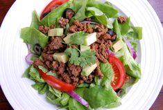 Simple Taco Salad / Ultimate Paleo Guide - Food and drink Paleo Recipes Easy, Real Food Recipes, Lunch Recipes, Salad Recipes, Dinner Recipes, Healthy Eating, Paleo Diet, Paleo Meals, Paleo Food