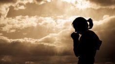 A paz seja convosco! Hoje iremos falar sobre Mateus 6:33. Introdução: Nosso papel é buscar desejar fazer da comunhão divina nosso objetivo. Precisamos buscar a comunhão com Jesus Cristo e a sua igreja. Comunhão: Participação em comum em crenças ou idéias. Adão e Eva: Tinha essa intimidade, porém perderam devido a desobediência. Os apóstolos: participavam de comunhão íntima com Deus - Atos 2:42 Enoque: Andava com Deus e foi levado a uma comunhão mais gloriosa com Deus. O apóstolo João...