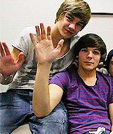 Liam: we don't say hi in a pic  Louis: why ? I do