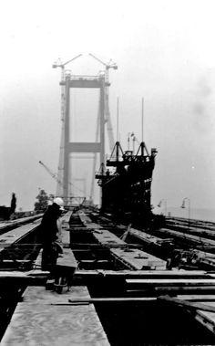 İstanbul Boğaziçi Köprüsü inşaat çalışmaları. 1973