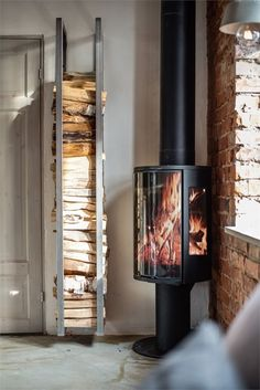 Kitchen Room Design, Interior Design Living Room, Modern Wood Burning Stoves, Wood Stoves, Mounted Fireplace, Rustic Industrial Decor, Pellet Stove, Loft Interiors, Home Reno