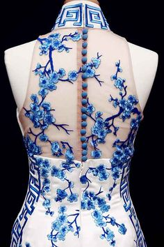 Flowers pattern embroidery beautiful 19 New ideas Oriental Fashion, Asian Fashion, Cheongsam Modern, Cheongsam Dress, Cheongsam Wedding, Chinese Clothing, Chinese Dresses, Traditional Dresses, Pretty Dresses