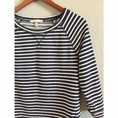 Navy striped sweater Super comfy// Color is Navy & white// light weight and thin// Perfect for layering in the Spring// Excellent condition! Banana Republic Sweaters Crew & Scoop Necks