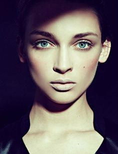 Daga Ziober by Joseph Paradiso & Yuki Beauty Makeup, Hair Makeup, Hair Beauty, Stunning Women, How Beautiful, Pale Lips, Evening Makeup, Fantasy Makeup, Interesting Faces
