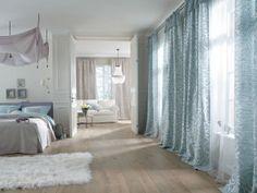 wohnzimmer einrichten stilvolle möbel lange luftige gardinen, Wohnzimmer dekoo