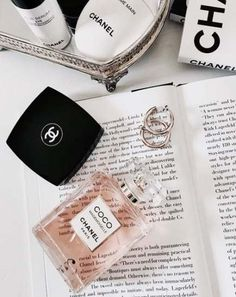 Chanel = the perfect flatlay Classy Aesthetic, Aesthetic Collage, White Aesthetic, Moda Wallpaper, Iphone Wallpaper, Trendy Wallpaper, Vogue Wallpaper, Bags Online Shopping, Shopping Hacks